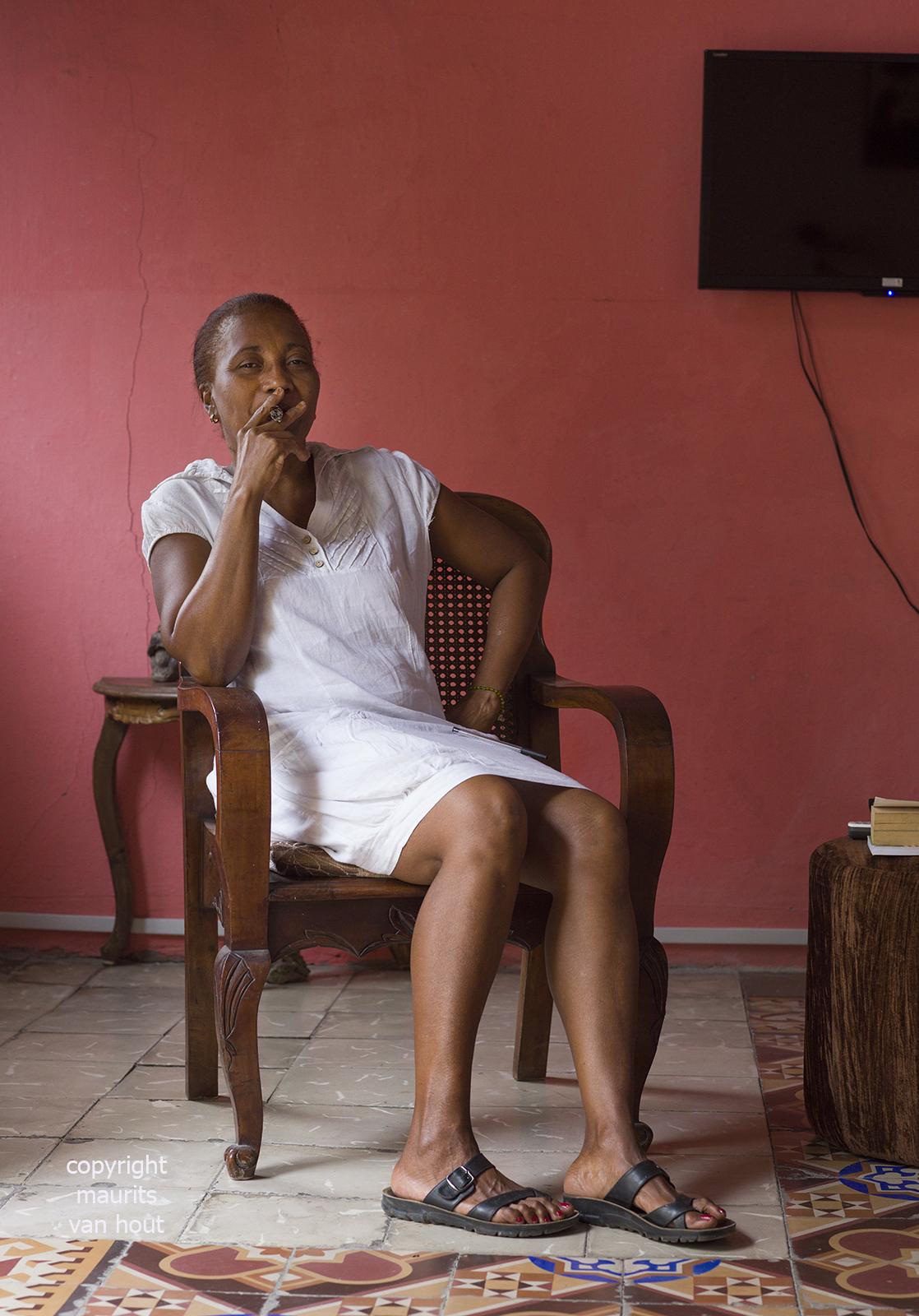 portrait of a woman, Havana Cuba, by Dutch photographer Maurits van Hout