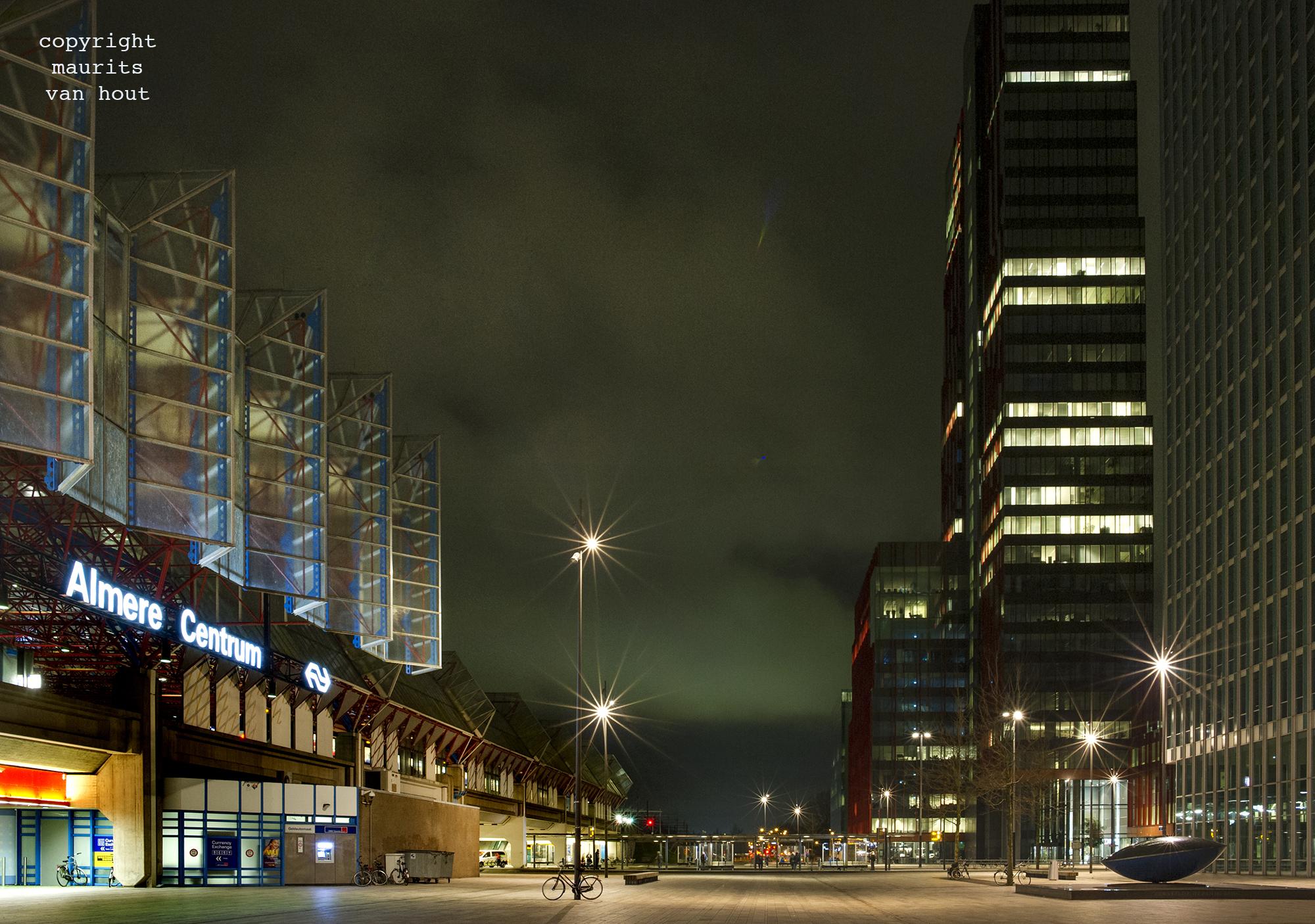 Almere station gefotografeerd door architectuurfotograaf Maurits van Hout