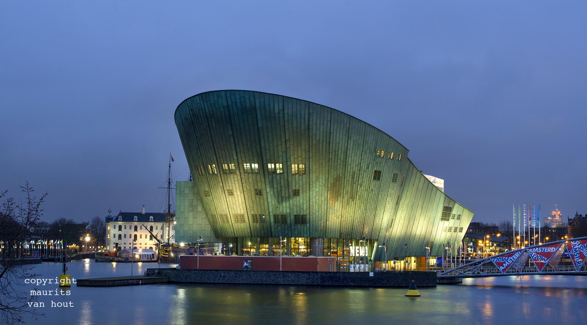 Nemo Amsterdam gefotografeerd door Architectuurfotograaf Maurits van Hout