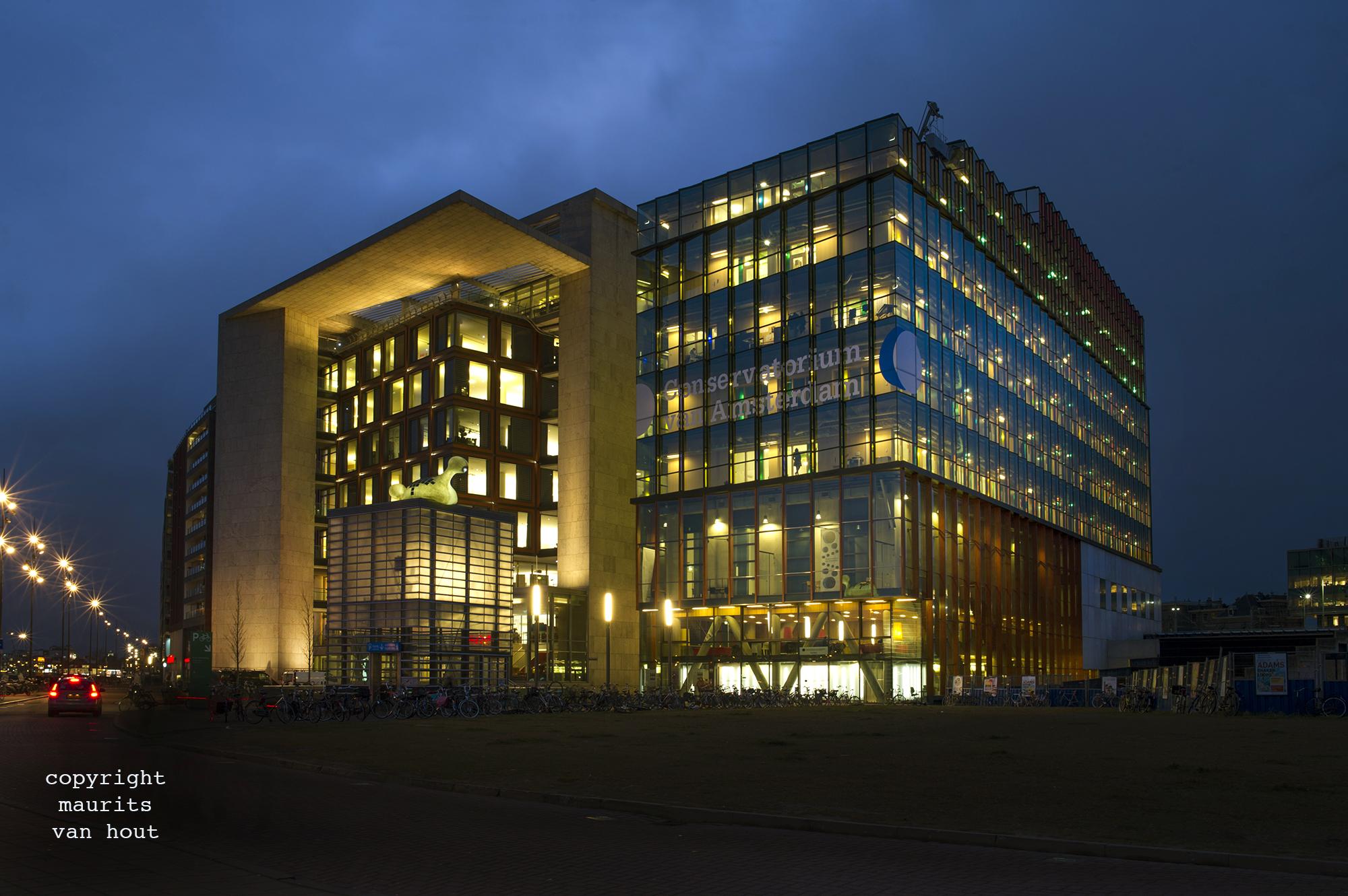 Bibliotheek en conservatorium Amsterdam door architectuurfotograaf Maurits van Hout